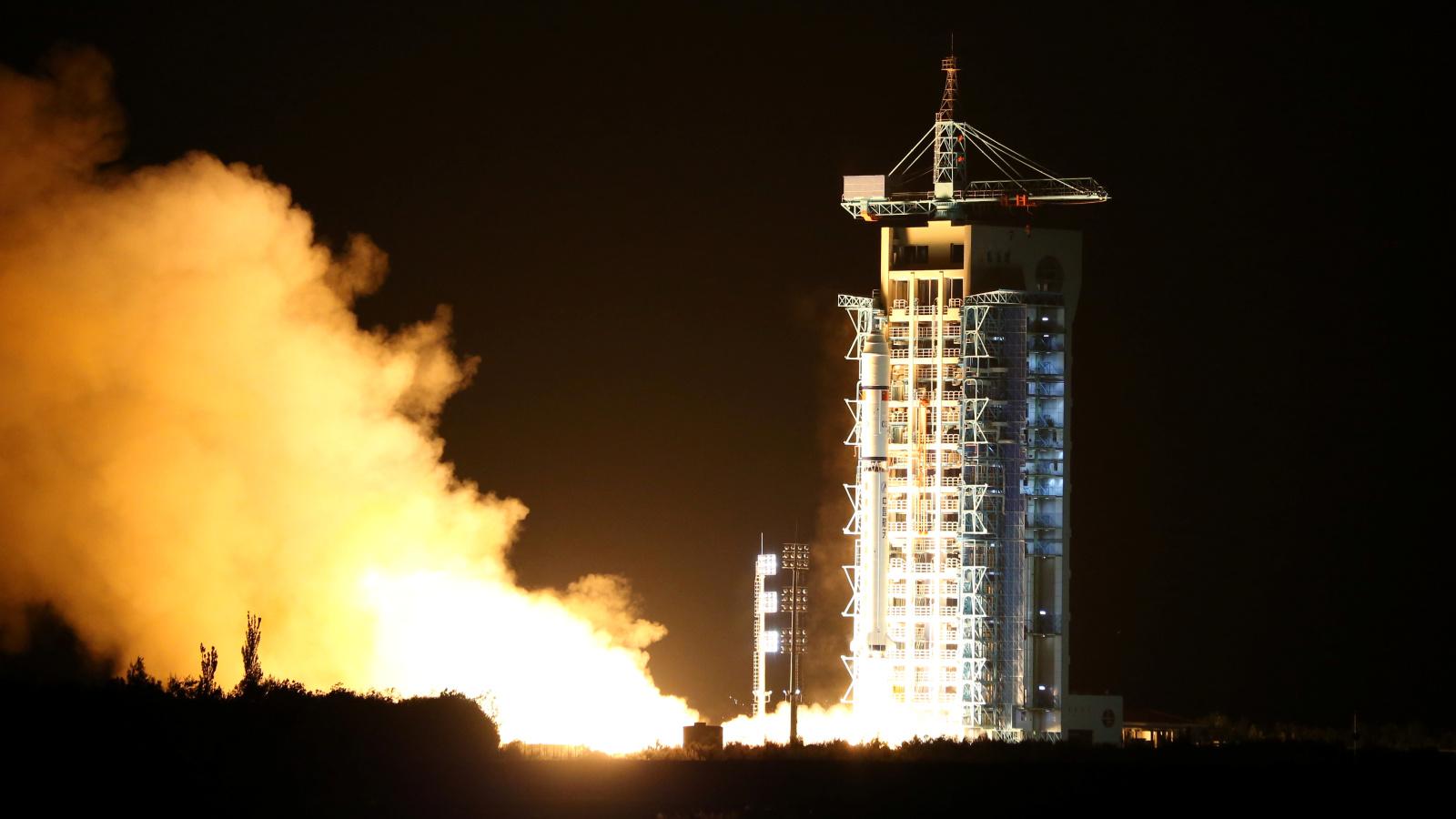 chinese-quantum-satellite-rocket